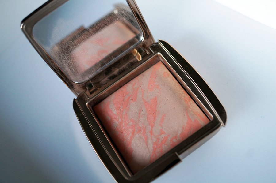 Picture Pretty Blush: Hourglass Ambient Blush in Dim Infusion